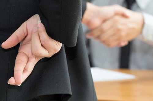 https://www.thegoldlawfirm.net/wp-content/uploads/2017/06/business-woman-shaking-hands-with-fingers-crossed-behind-back-sm.jpg